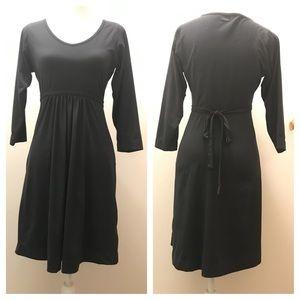 🎄MERRELL Black V-Neck dress. Stretchy.  S/P